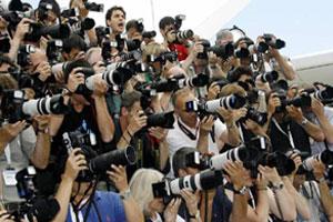"""Küreselleşme Sürecinde Medya ve Siyaset: """"Medya Gücü""""mü, """"Gücün Medyası""""mı?"""