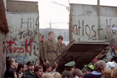 Berlin Duvarı: 20 Yıl Oldu Bile…
